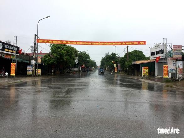 Hà Tĩnh cách ly y tế một xã và thị trấn với hơn 12.000 dân từ 12h trưa 12-6 - Ảnh 1.
