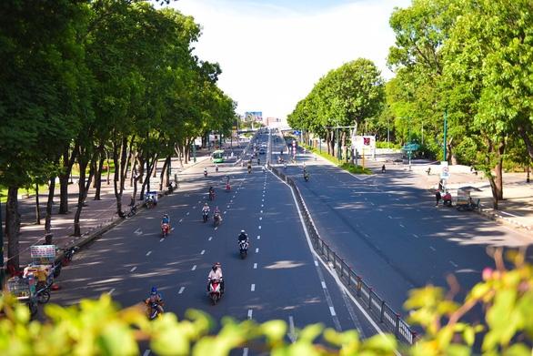 Bí thư Nguyễn Văn Nên: TP.HCM cần thiết tiếp tục giãn cách xã hội - Ảnh 2.