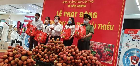 Cần Thơ tiêu thụ 200 tấn vải thiều Bắc Giang - Ảnh 1.