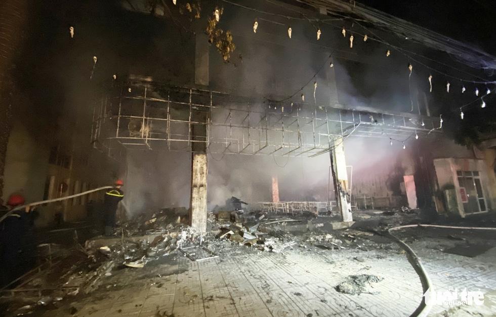 Dân đang xem Euro nghe tiếng nổ, phòng trà lớn cháy dữ dội, phát hiện 6 người chết ở tầng 2 - Ảnh 10.