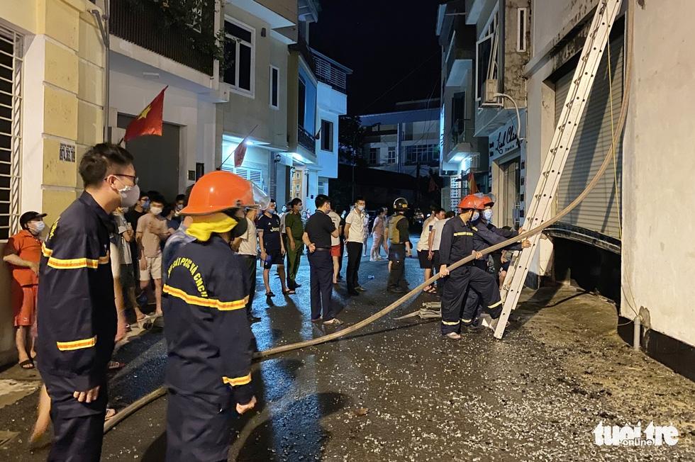 Dân đang xem Euro nghe tiếng nổ, phòng trà lớn cháy dữ dội, phát hiện 6 người chết ở tầng 2 - Ảnh 3.