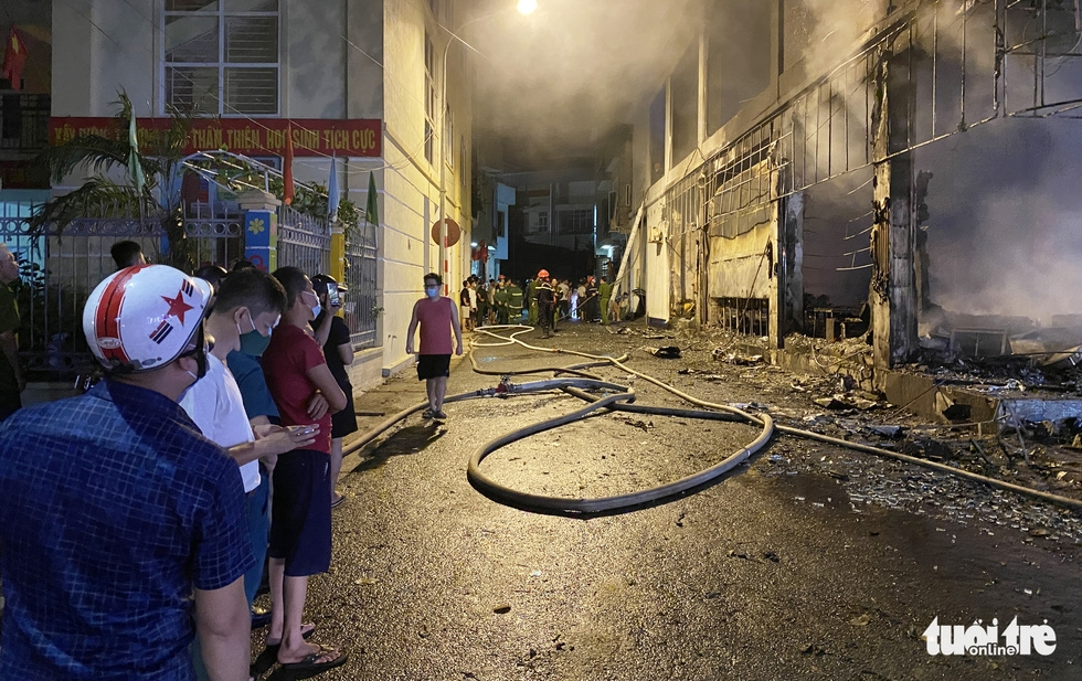 Dân đang xem Euro nghe tiếng nổ, phòng trà lớn cháy dữ dội, phát hiện 6 người chết ở tầng 2 - Ảnh 5.