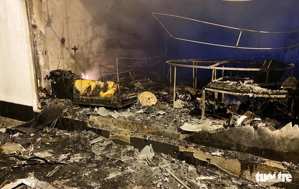 Dân đang xem Euro nghe tiếng nổ, phòng trà lớn cháy dữ dội, phát hiện 6 người chết ở tầng 2 - Ảnh 9.