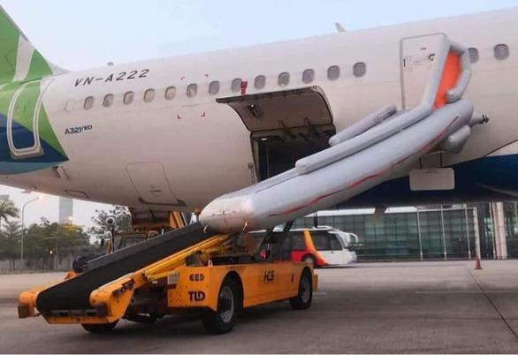 6 hành khách sẽ bị cấm bay từ 20-6 vì không chịu nộp phạt do vi phạm quy định an toàn bay - Ảnh 1.
