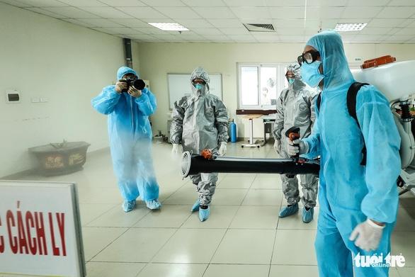 Phóng viên vi phạm phòng dịch bị giữ lại ở Bệnh viện điều trị COVID-19 Cần Giờ - Ảnh 1.