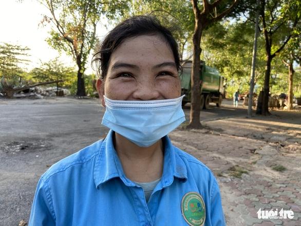 Công nhân môi trường bị nợ lương phải lượm ve chai kiếm sống đã được trả một phần lương - Ảnh 2.