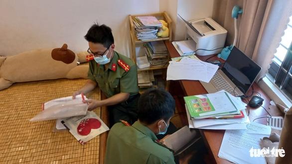 Bắt 1 phiên dịch tổ chức cho người nước ngoài đội lốt chuyên gia nhập cảnh trái phép - Ảnh 2.