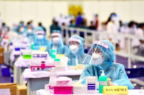TP.HCM họp báo thông tin tiến độ tiêm chủng vắc xin COVID-19 - Ảnh 1.