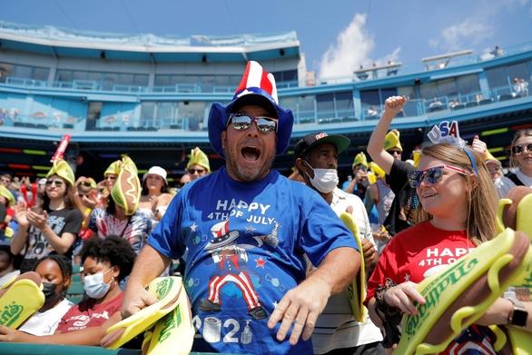 Người Mỹ đón Quốc khánh lần thứ 245 bằng lễ hội, âm nhạc và không khẩu trang - Ảnh 1.