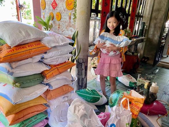 Bà con Quảng Trị, Quảng Bình gom bầu bí, gạo muối gửi Sài Gòn, người Sài Gòn cay khóe mắt - Ảnh 4.