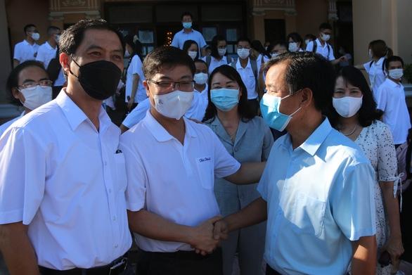 Huế gửi 127 bác sĩ, tình nguyện viên vào TP.HCM, Đồng Tháp chống dịch COVID-19 - Ảnh 1.