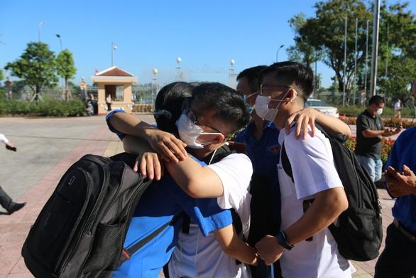 Huế gửi 127 bác sĩ, tình nguyện viên vào TP.HCM, Đồng Tháp chống dịch COVID-19 - Ảnh 2.
