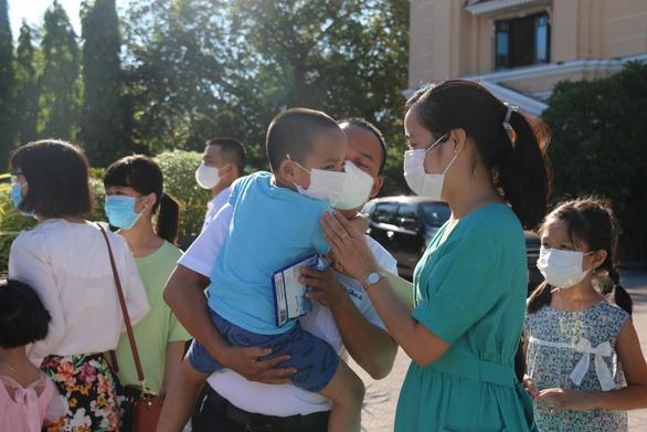 Huế gửi 127 bác sĩ, tình nguyện viên vào TP.HCM, Đồng Tháp chống dịch COVID-19 - Ảnh 3.