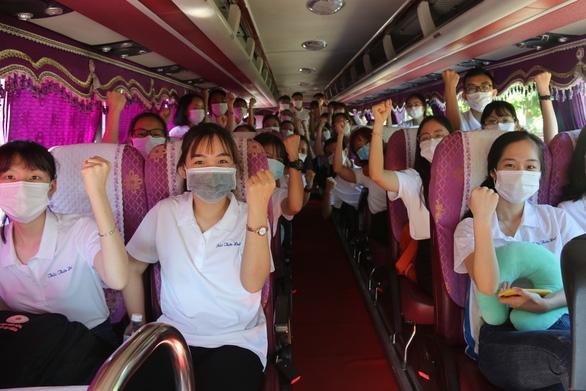 Huế gửi 127 bác sĩ, tình nguyện viên vào TP.HCM, Đồng Tháp chống dịch COVID-19 - Ảnh 4.