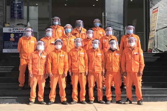 Ngành điện miền Nam nỗ lực cấp điện phòng chống dịch COVID-19 - Ảnh 2.