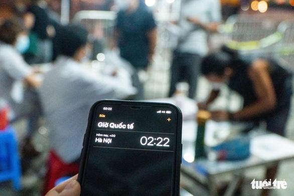 Giữa đêm nghe tin Hà Nội áp dụng chỉ thị 16, nhiều người vội vàng ra, vào thủ đô - Ảnh 4.
