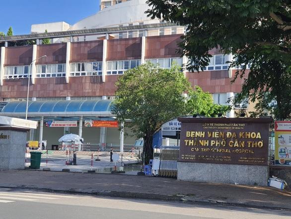 8 nhân viên dương tính, Bệnh viện Đa khoa TP Cần Thơ vẫn tiếp nhận bệnh cấp cứu - Ảnh 1.