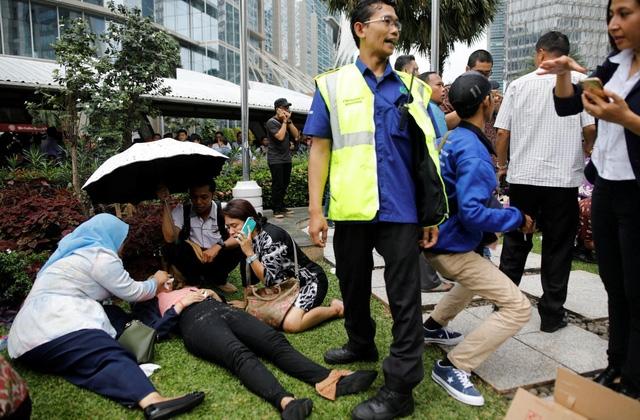 Sập tầng Sở chứng khoán Indonesia, ít nhất 77 người bị thương - Ảnh 1.