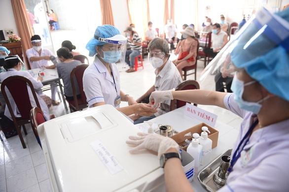 Sáng 31-7: Cả nước 4.060 ca COVID-19, TP.HCM thêm hơn 3.700 bệnh nhân xuất viện - Ảnh 1.
