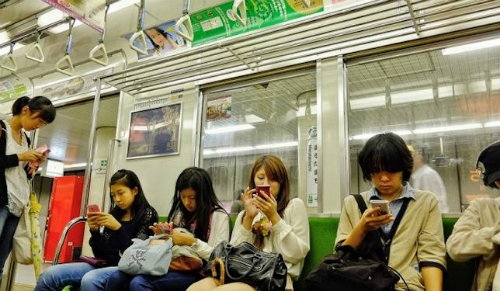 Tàu điện ngầm ở Nhật nổi tiếng nhanh và đúng giờ. Ảnh: Metro.