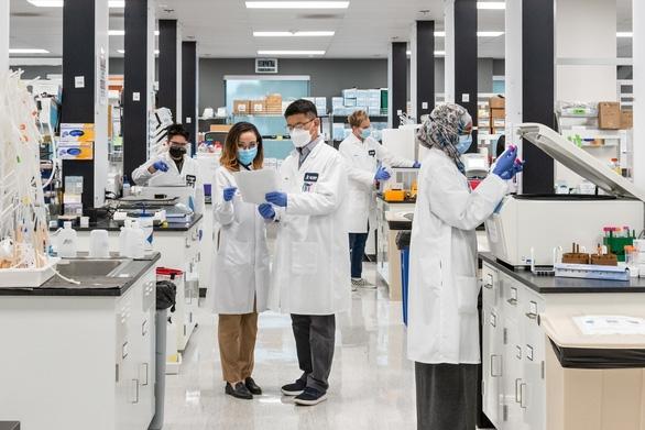 Vingroup nhận chuyển giao độc quyền công nghệ sản xuất vắc xin mRNA phòng COVID-19 - Ảnh 1.