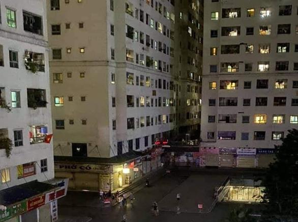 Rơi từ tầng cao chung cư HH Linh Đàm, một bé gái tử vong - Ảnh 1.