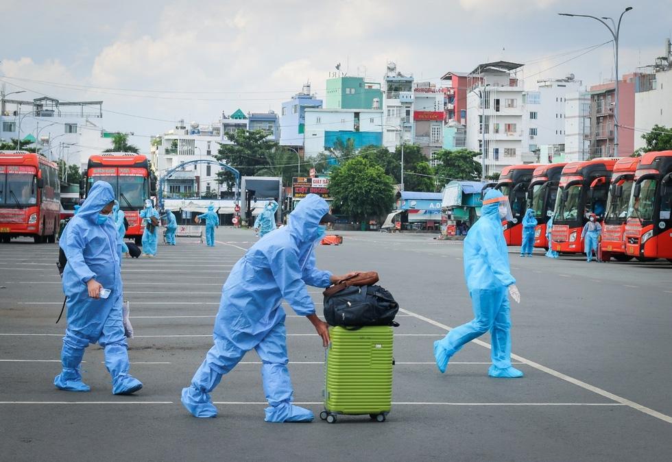 Ngày rời TP.HCM, bà con Phú Yên mong được sớm trở lại - Ảnh 3.
