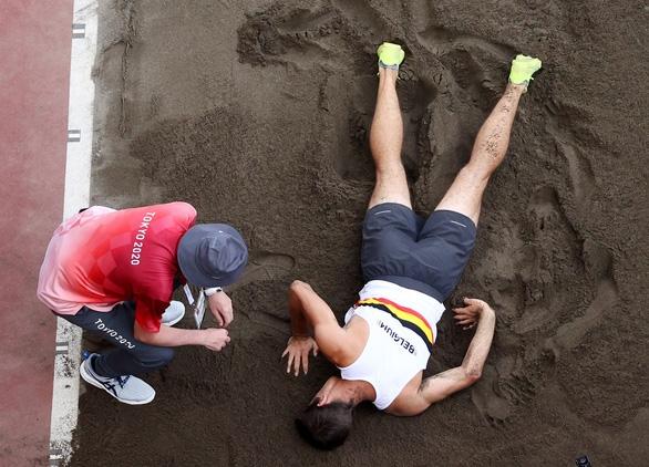 """Chia tay Olympic Tokyo sau cú nhảy xa """"tiếp đất"""" bằng đầu rợn người - Ảnh 3."""