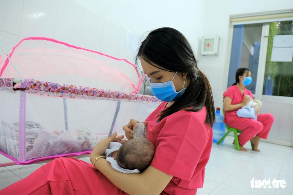 Tình nguyện làm mẹ bỉm sữa cho các bé có mẹ đang điều trị COVID-19 - Ảnh 8.