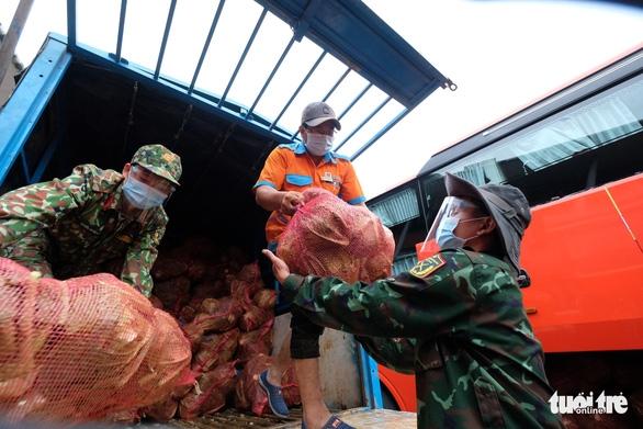 TP.HCM đã đón nhận hơn 5.500 tấn nông sản sạch Lâm Đồng gửi tặng - Ảnh 5.
