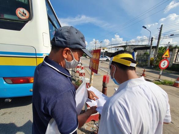 Ngày đầu thí điểm vận tải hành khách liên tỉnh: Các tỉnh miền Tây vẫn chờ 'xin ý kiến' - Ảnh 1.