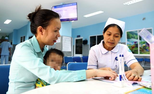 Ghi số chứng minh thư vào đơn thuốc: Bác sĩ, bệnh nhân đều kêu - Ảnh 1.