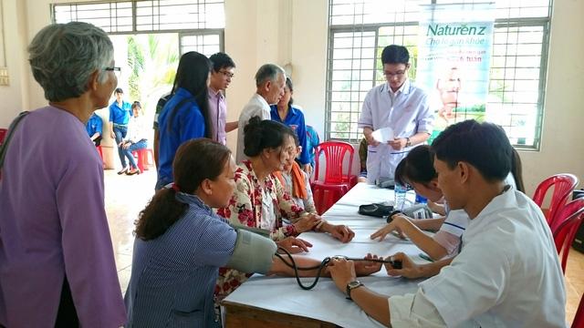 Năm 2018, DHG hỗ trợ ngành y tế Cần Thơ gần 1,5 tỉ đồng - Ảnh 2.