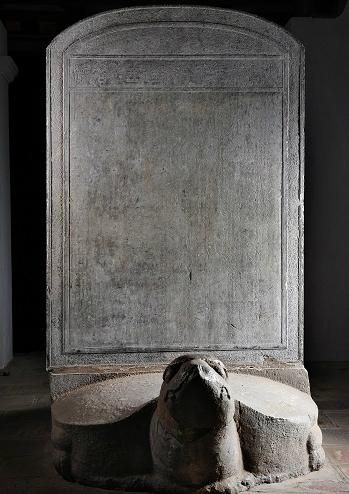 Bia tiến sĩ khoa thi năm Nhâm Tuất (1442). Ảnh: Văn Miếu - Quốc Tử Giám