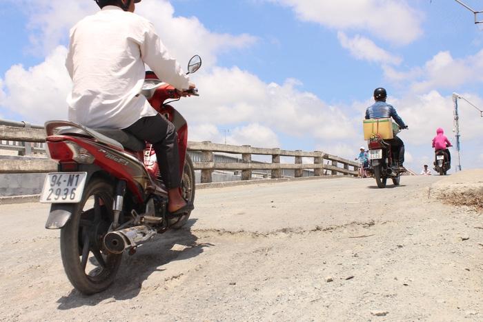 Cầu xây 6 năm chưa xong vì vướng… 1 hộ dân - Ảnh 2.