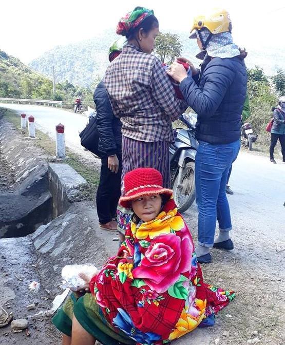 Hai cô giáo giúp sản phụ sinh con bên đường trong giá rét - Ảnh 3.
