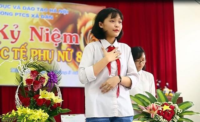 Trần Thu Phương – lớp 5B thuyết trình về tác phẩm của mình