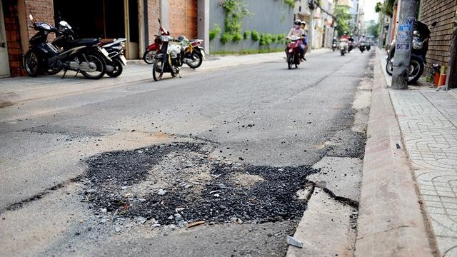 Xử phạt 22 nhà thầu đào đường cẩu thả gây cản trở giao thông - Ảnh 1.
