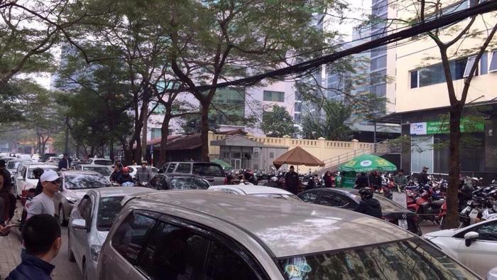 Tài xế Uber, Grab tại Hà Nội tập trung phản đối mức chiết khấu - Ảnh 5.