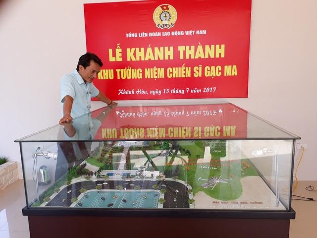 Thầy Trần Trung Hiếu tại Lễ Khánh thành Khu tưởng niệm chiến sĩ Gạc Ma.