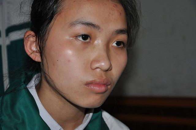 Cô bé Hoài đang học lớp 10 trở thành trụ cột trong gia đình cho 4 đứa em.