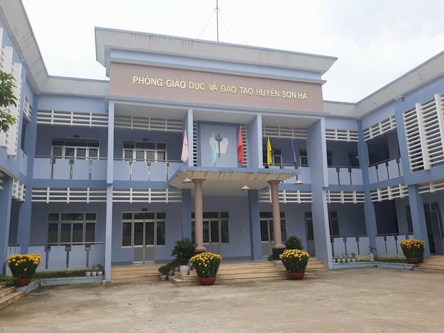127 giáo viên huyện miền núi Sơn Hà (Quảng Ngãi) phải trả lại số tiền đã nhận cách đây 5 năm trước vì đơn vị quản lý hiểu nhầm văn bản hướng dẫn.