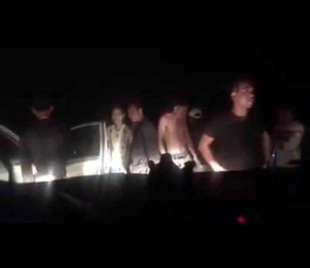 Các đối tượng côn đồ chặn xe hai nhà báo trên đê sông Hồng vào đêm vắng.