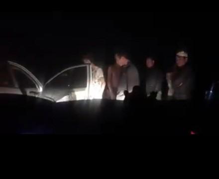 Công an huyện Khoái Châu đang truy tìm nhóm thanh niên côn đồ chặn xe hai nhà báo và có hành vi đe doạ.