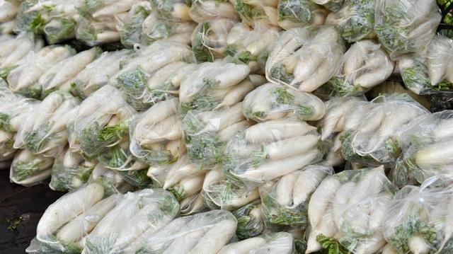 Đến khoảng 10h30, hơn 3 tấn củ cải đã được bán.