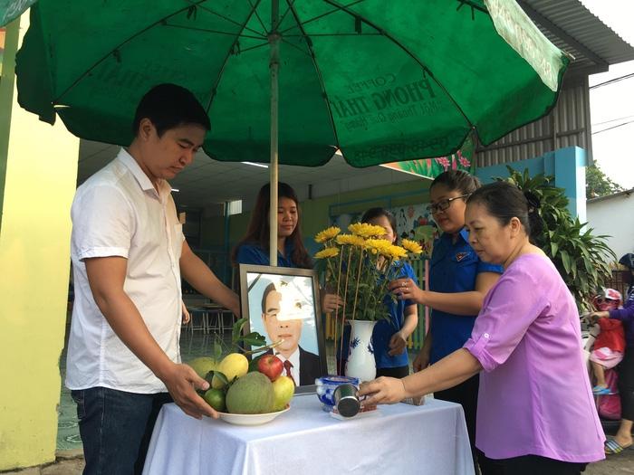 Hàng ngàn người tiễn cố Thủ tướng Phan Văn Khải về đất mẹ - Ảnh 5.