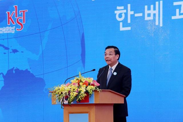 Bộ trưởng Bộ Khoa học và Công nghệ Chu Ngọc Anh phát biểu tại lễ động thổ.