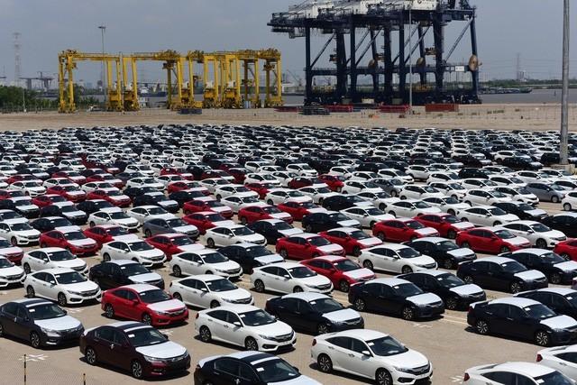 Xe Thái tăng tốc về Việt Nam, trong tuần có hơn 400 chiếc xe cập cảng