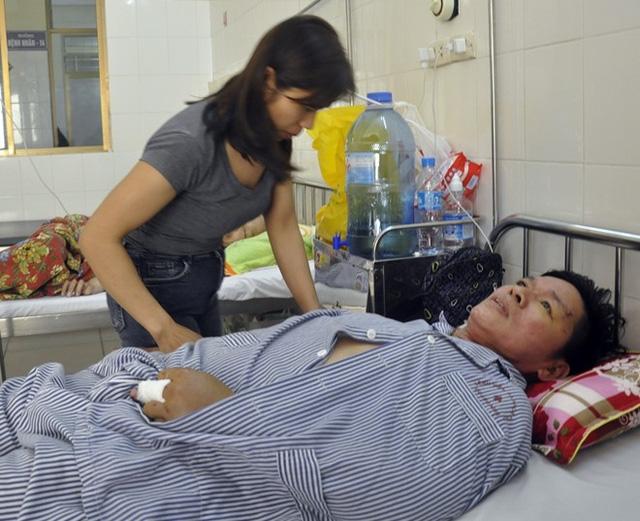 Anh Thu đang điều trị tại bệnh viện (ảnh Tuấn Hương)
