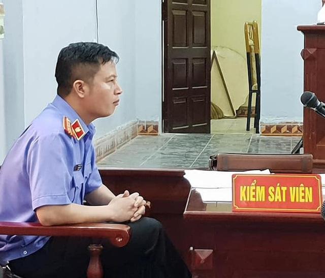 Kiểm sát viên Mai Văn Tuyên tại phiên tòa cho biết không nhờ bà Hoàng Thị Thanh Huyền, viện phó VKSND huyện Ân Thị gặp anh rể bị cáo Chung để có cuộc trao đổi kỳ lạ đã được lập vi bằng.
